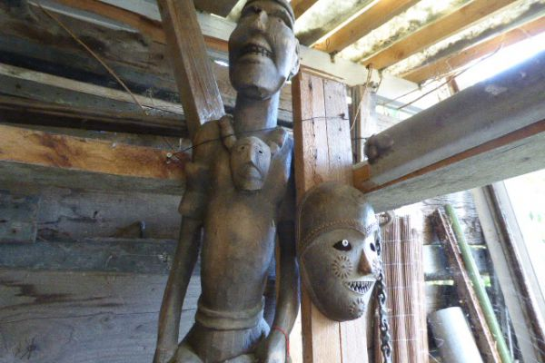 Holzfigur enes erfolgreichen Kopfjägers - Nagaland