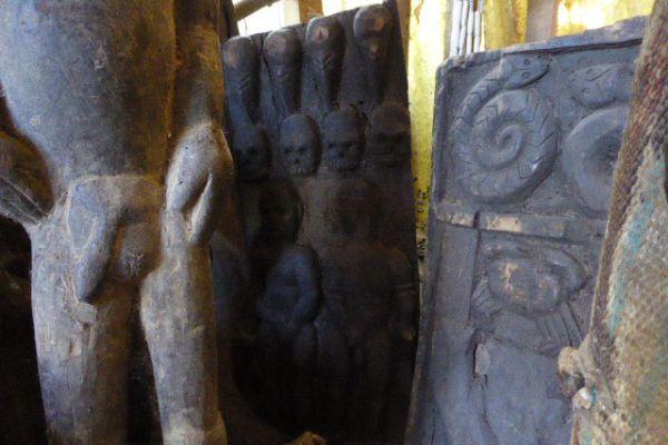Holzrelief von Morang aus Nagaland - Asiatica Foth