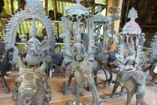 Lakshmi auf Elefant - Gelbguss aus Bengalen