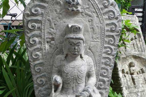 Buddhafigur Kalkstein - Handarbeit aus China