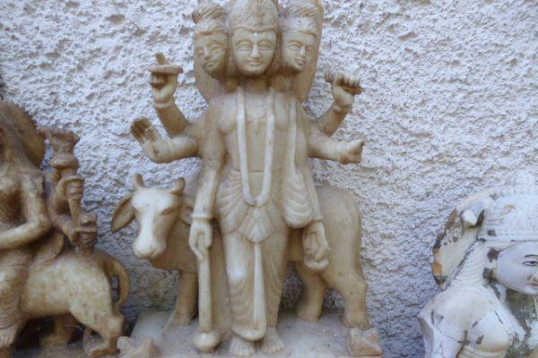 Dhanvantari - Marmorfigur