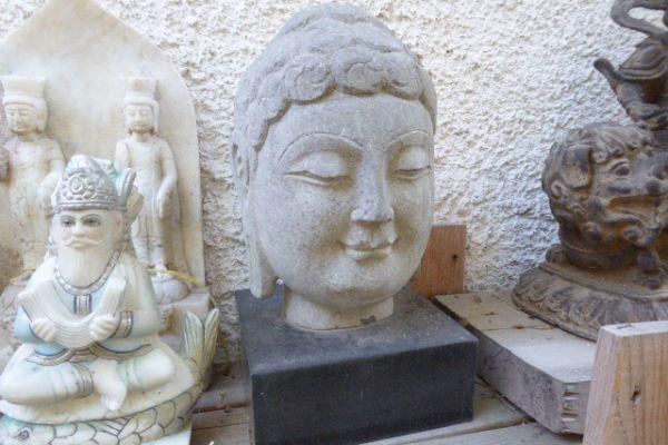 Buddhakopf - Kalkstein mit Marmorsockel