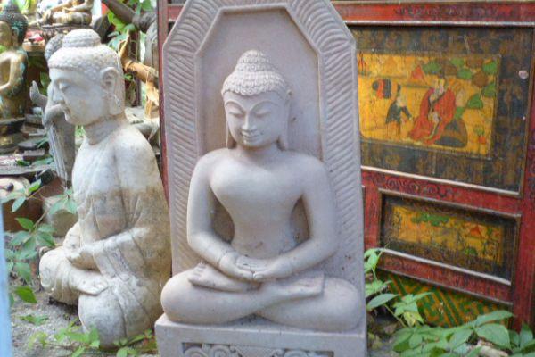 Buddhafigur - Sandsteinstatue aus Indien