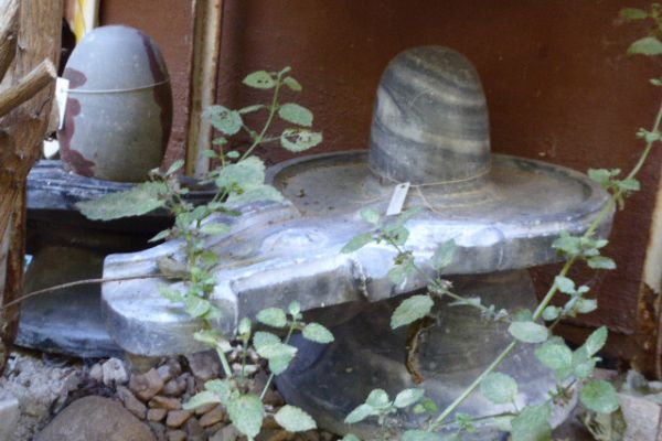 Shivalingam - schwarzer Marmor aus Varanasi