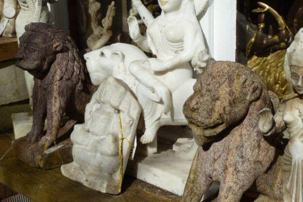 Tempellöwe Granit- Steinfigur in Freiburg
