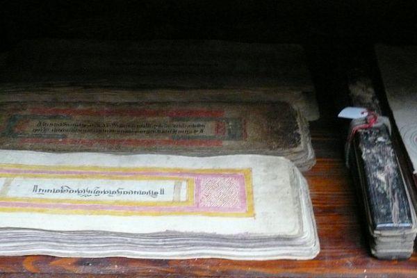 Tibetisches Buch - Asiatica Foth in Freiburg