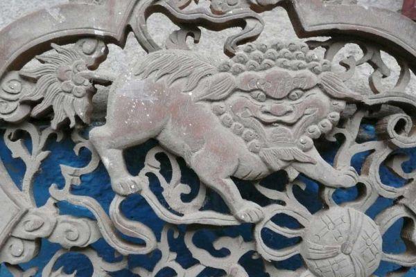 Holzrelief Ming - Asiatica Foth in Freiburg