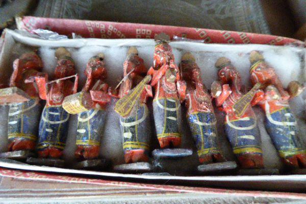 Götterfiguren aus Varanasi - Freiburg