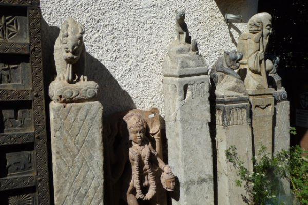 Steinsäulen - Asiatica Foth in Freiburg