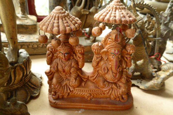 Lakshmi und Ganesh - Tonfigur aus Indien